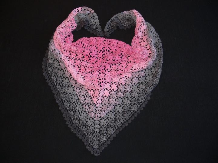 Háčkovaný šátek z příze Candy